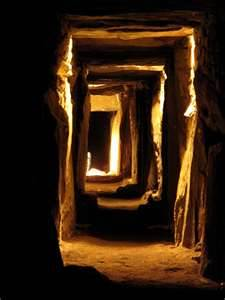 newgrange-light-passage
