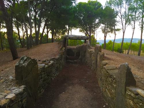 Le Dolmen du Coteau des Fées (little Hill of Fairies)